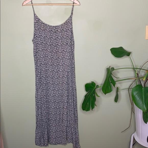 3/$25 90's flows floral dress